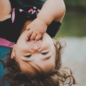 Les poussées dentaires du nourrisson qui sourit